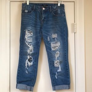 MID RISE- DESTROYED STRAIGHT LEG ANKLE JEANS  F21